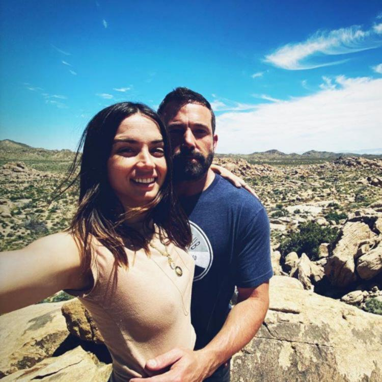 Ben Affleck and Ana De Armas are all hearts for each other in Residente's romantic music video
