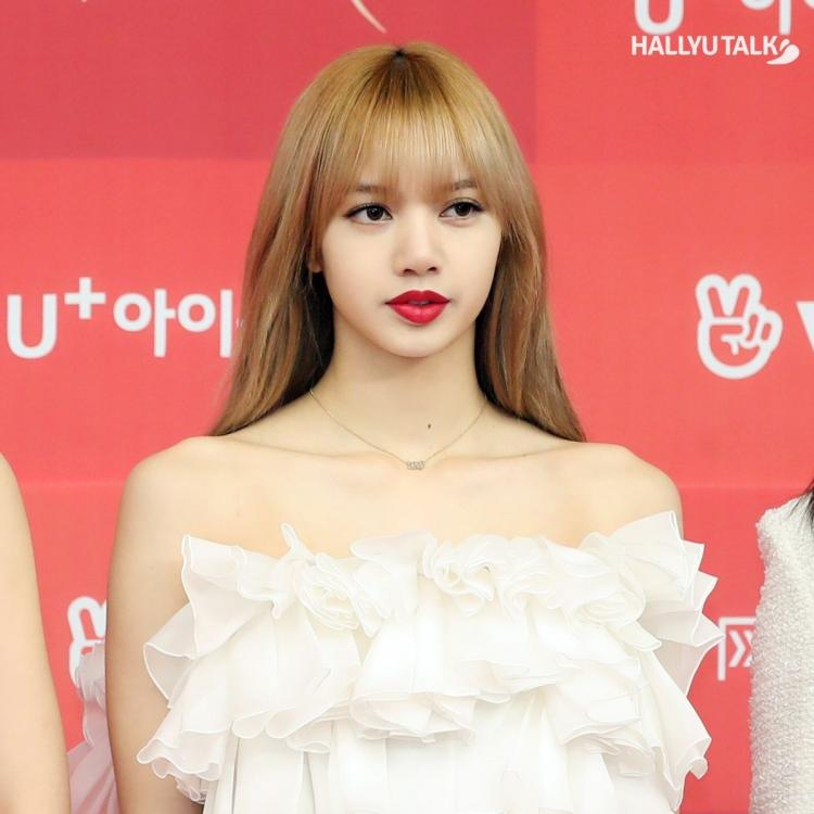 BLACKPINK's Lisa looking gorgeous at 33rd Golden Disc Awards