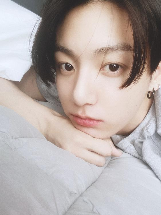 BTS: Jungkook can't believe he actually read a book as he treats ARMY with a gorgeous selfie to ...
