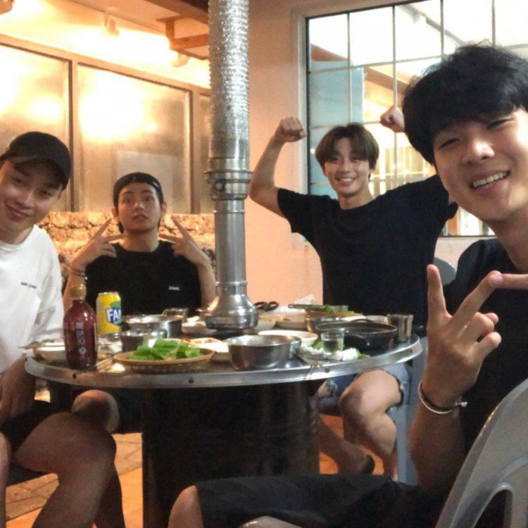 Wooga Squad's 2019 vacation didn't include The Heirs star Park Hyung-sik, who began his mandatory military training last year in June.