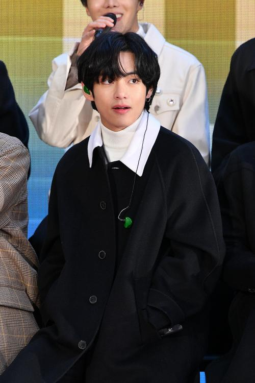 With an impressive 1,705,681 votes, BTS member V was declared The Best Face in the World 2020.