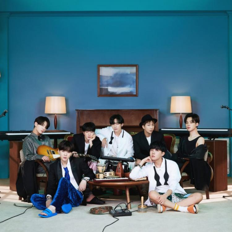 Group concept photo BTS Life Goes On