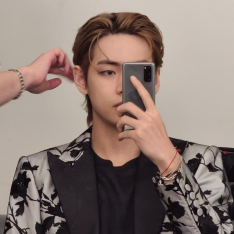 BTS: V aka Kim Taehyung leaves ARMY gasping for air as he flaunts his mullet hair in latest handsome selcas