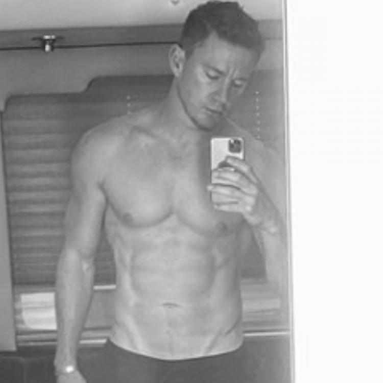 Channing Tatum puts abs on display in new selfie
