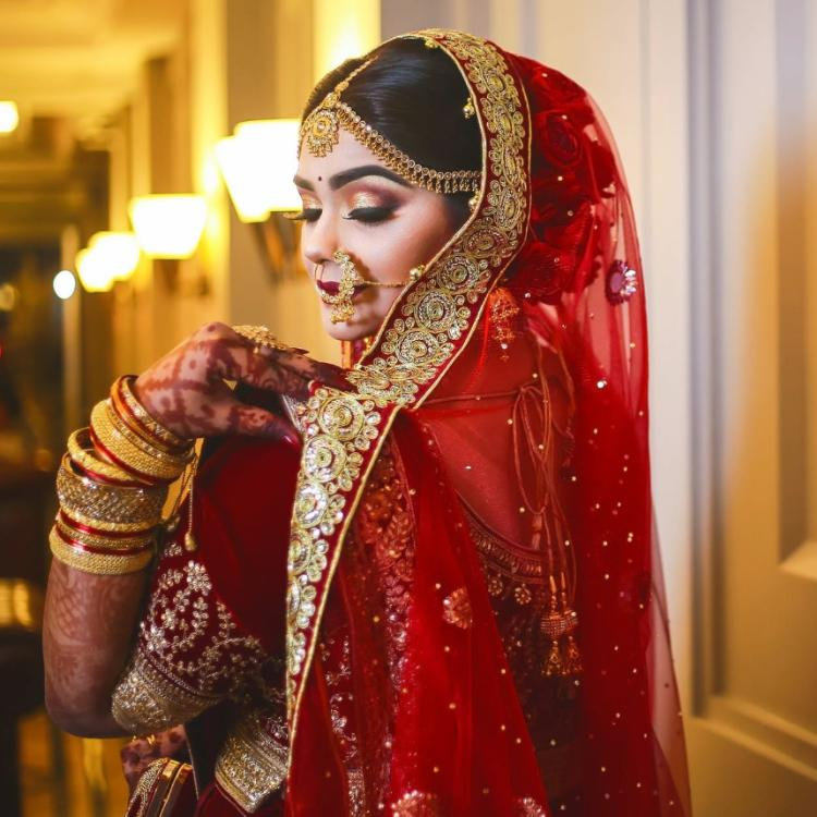 Check out THESE 5 elegant dupatta draping styles for the bride to be