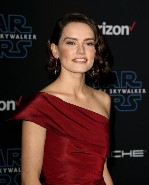 Daisy Ridley Reveals Why She Watched Friends After Seeing Star Wars The Rise Of Skywalker For The First Time Pinkvilla