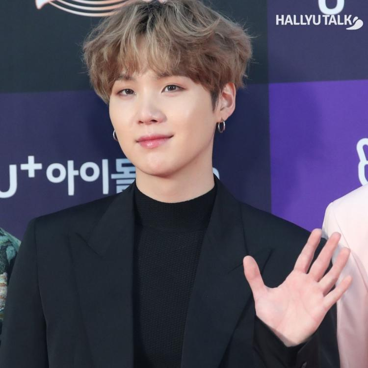 A fan pours her heart out in a letter for BTS SUGA in Dear Oppa