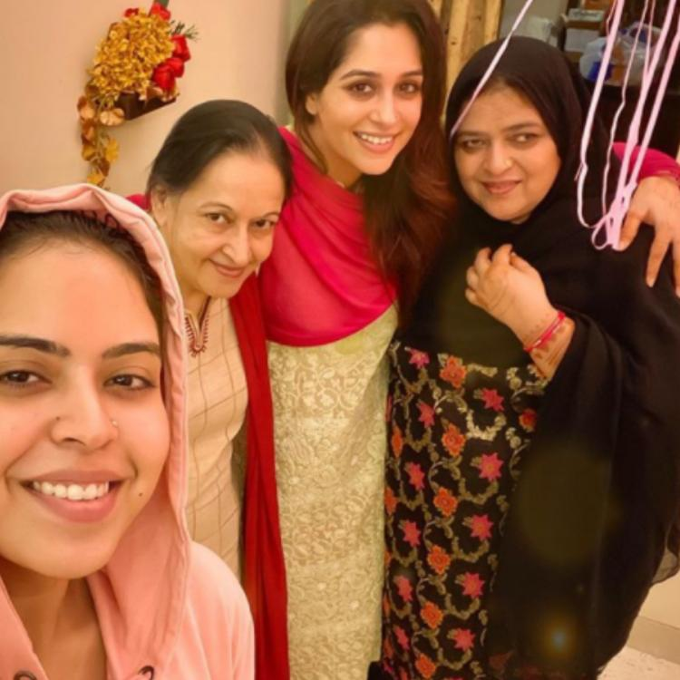 Dipika Kakar is all smiles as she poses for a selfie with 'her ladies' and it's all about family; Take a look