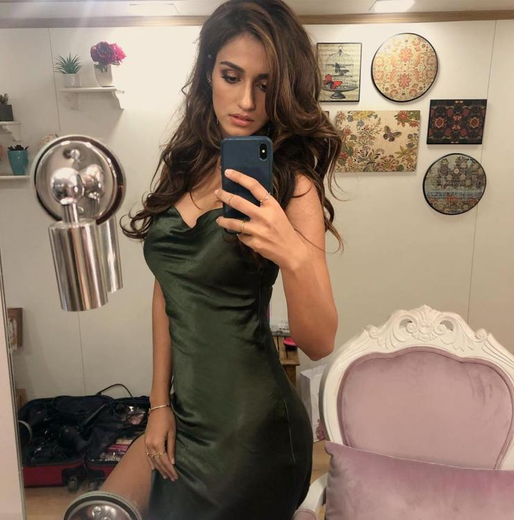 Disha Patani ups the style quotient in her latest mirror selfie leaving us green with envy: See PHOTO