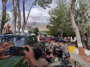 Lt Col MS Dhoni spends Independence Day with the Army; visits jawans at Army hospital in Ladakh