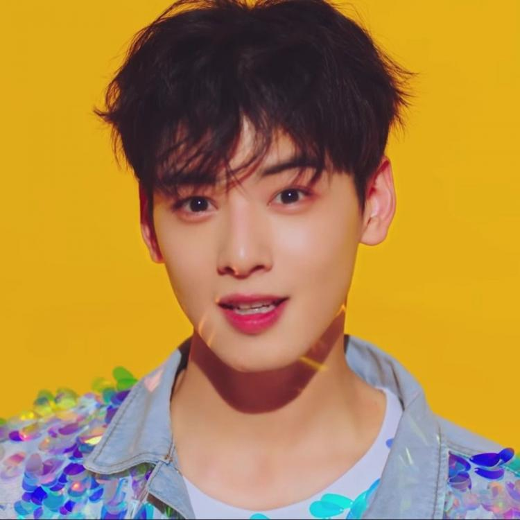 ASTRO's Cha Eun Woo in the music video for Get Myself With You.
