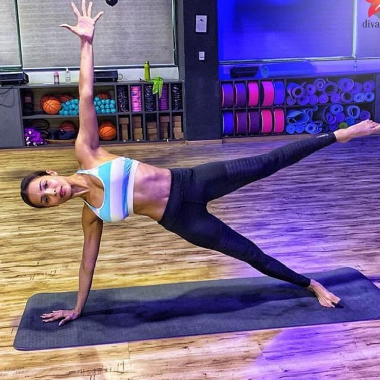 Malaika Arora lends us some serious Monday motivation as she performs a side plank in the gym
