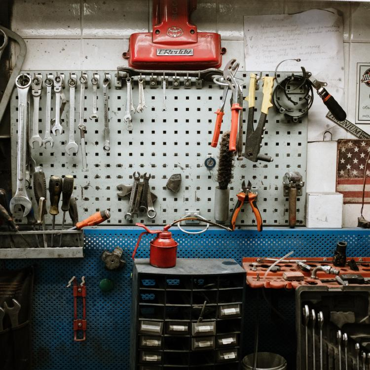 4 INNOVATIVE and creative ways to decorate your garage