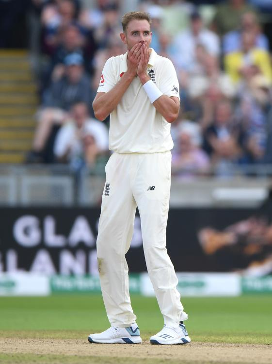 England's Stuart Broad becomes 19th bowler to get 100 Ashes wickets after he dismisses Steve Smith