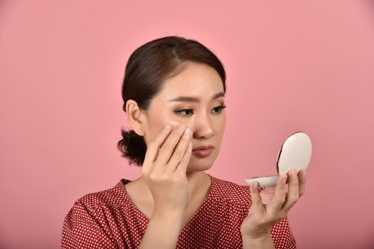 Oily skin: 3 EVERYDAY habits that ruin oily skin and make it oilier