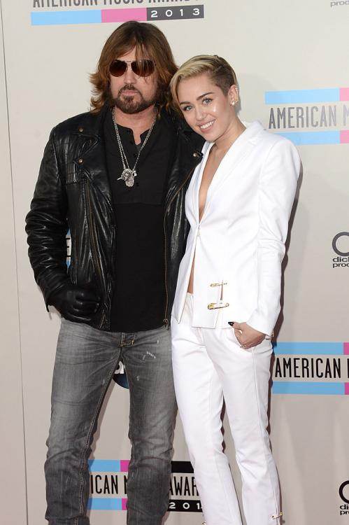 Miley Cyrus,Hollywood,Grammys 2020,Billy Ray Cyrus