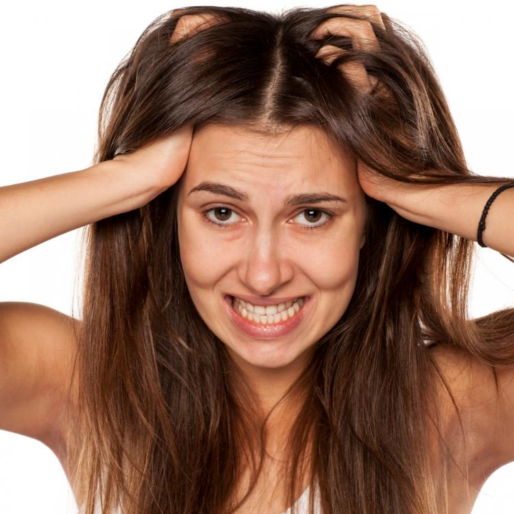 5 EASY ways and home remedies to take care of your dry scalp this winter & keep dandruff at bay