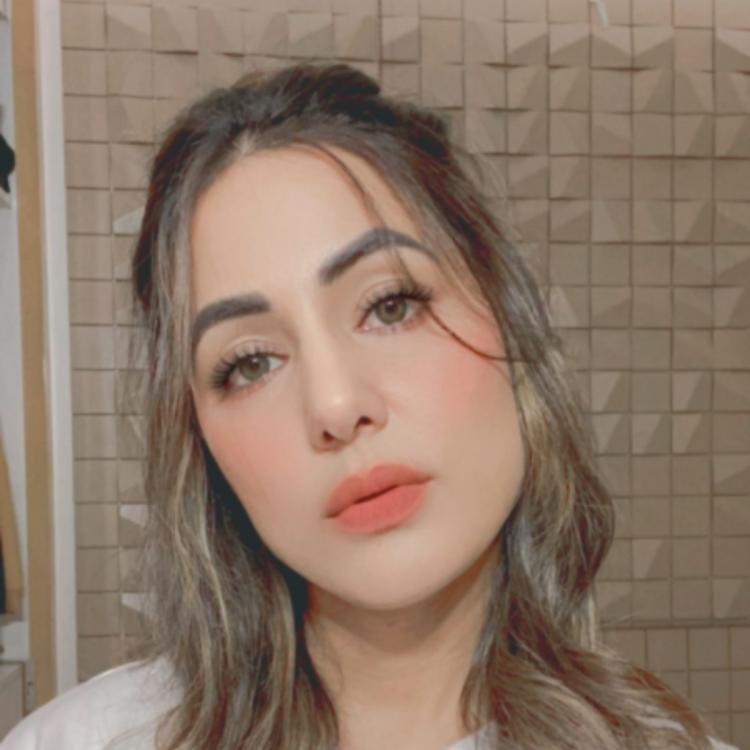 Hina Khan's expressions leave fans in awe as she goofs around with Instagram filters; See PHOTOS