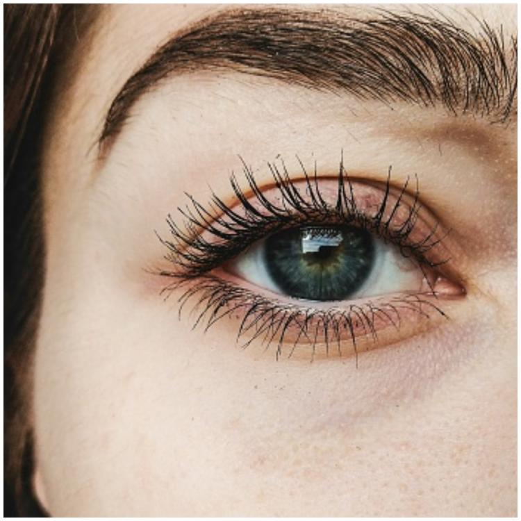 Get thick and long lashes with these easy home remedies