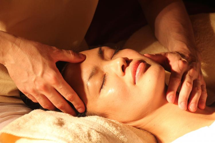 Cannot visit the spa? Here's how you can have a spa-like facial at home in 6 easy steps