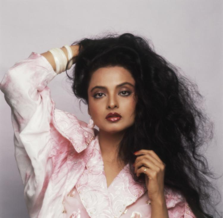 Rekha met, fell in love and got married to Mukesh Aggarwal in 1990.