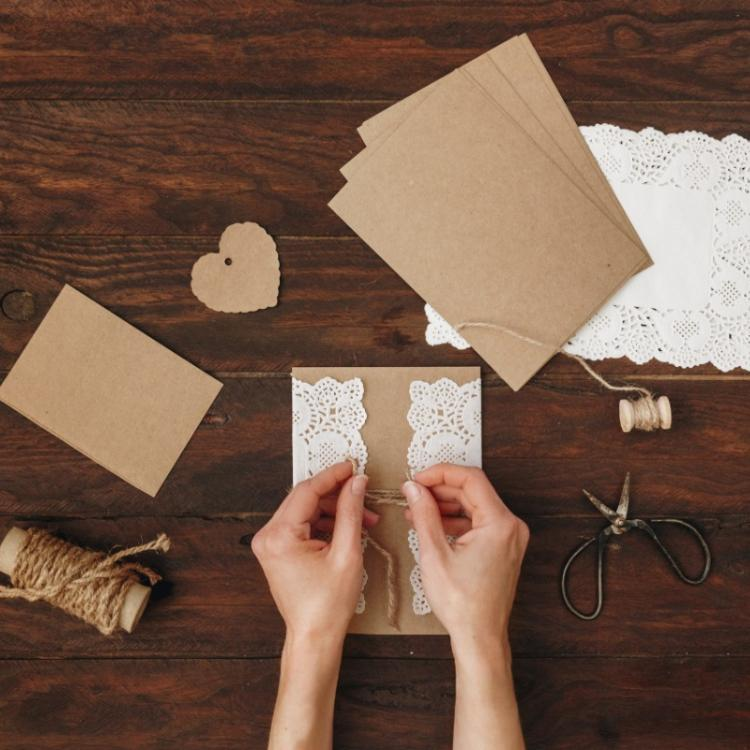 How to create a DIY invitation card for your wedding?