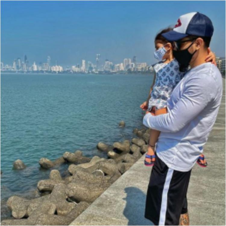 Inaaya Naumi Kemmu at Marine drive with dad kunal