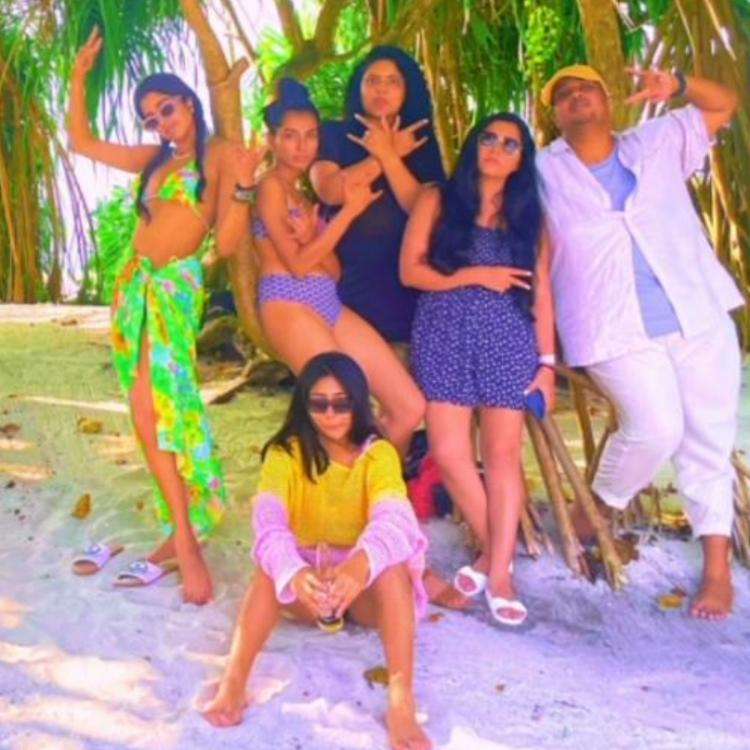 Janhvi Kapoor gives latest Maldives vacay photo a Salman Khan twist as she poses with her 'rock band' crew.