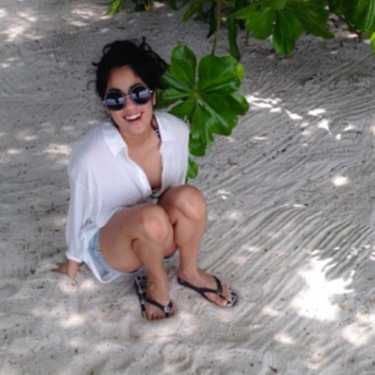 Janhvi Kapoor's candid pose and captivating smile make for a delightful sight in an unseen throwback PHOTO