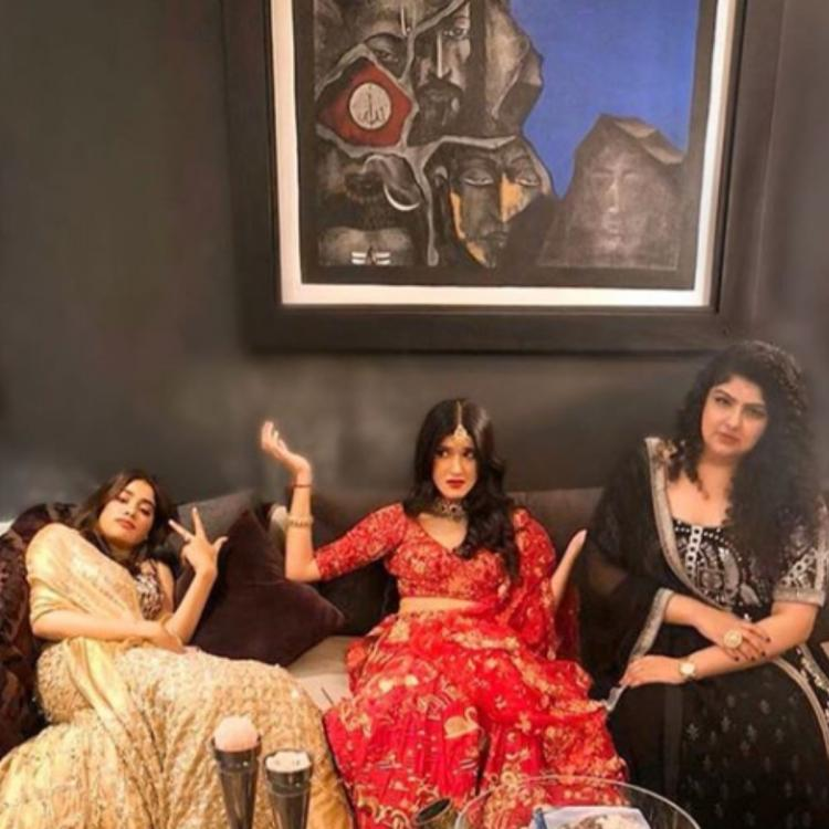 PHOTOS: Janhvi Kapoor's expression in these photos with Shanaya and Anshula has all our attention