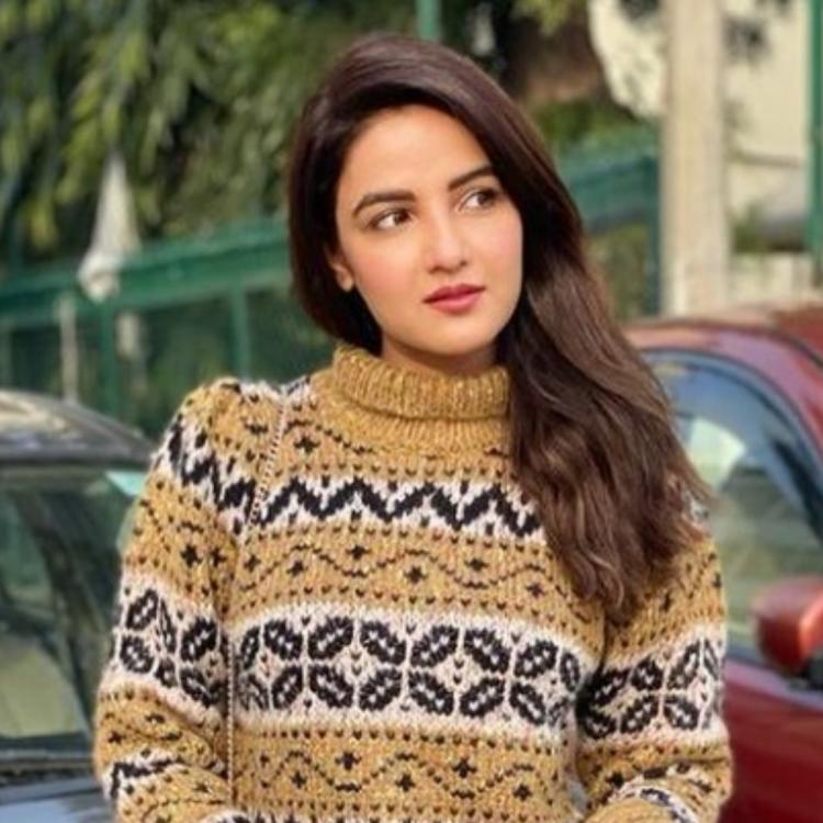 Jasmin Bhasin is presently spending quality time with Aly Goni in winter wonderland, Jammu and Kashmir