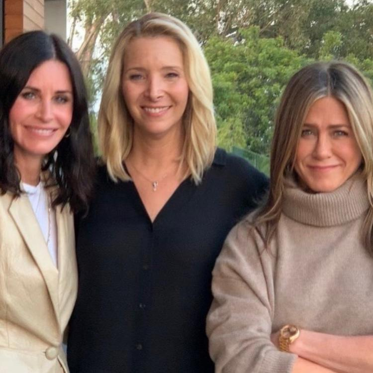 Jennifer Aniston, Courteney Cox and Lisa Kudrow had a mini-reunion for an important cause.