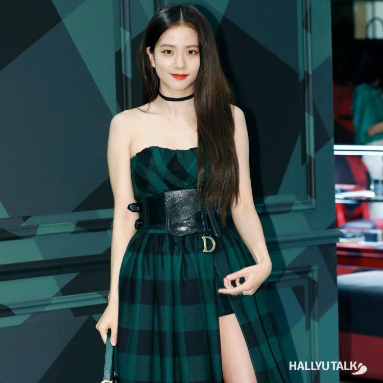 BLACKPINK member Jisoo in a stunning green outfit