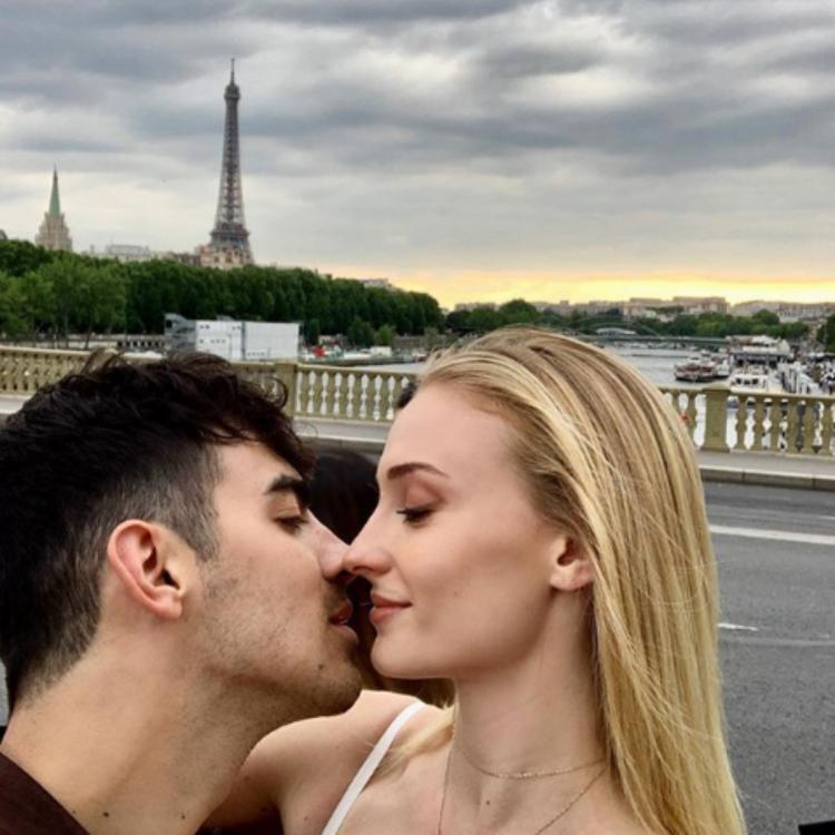 Sophie Turner and Joe Jonas share a kiss with the Eiffel Tower in the background and it is adorable