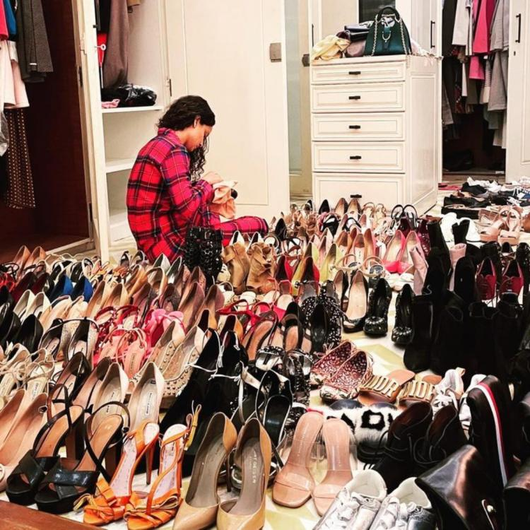 Kangana Ranaut shares a picture of herself cleaning the closet