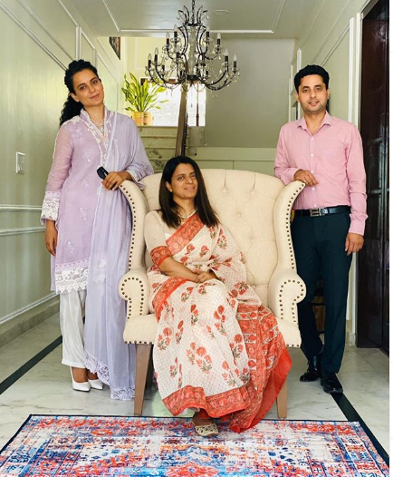 Kangana Ranaut poses for a perfect pic with Rangoli in her new house; Latter says 'No words to thank our doll'