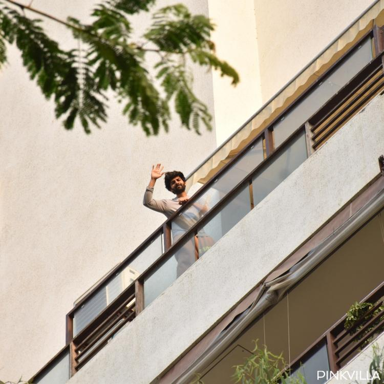Kartik Aaryan spotted at his balcony