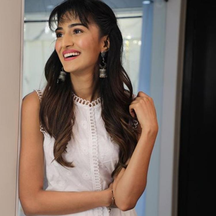 Kasautii Zindagii Kay star Erica Fernandes looks elegant in an all white traditional outfit; See photos