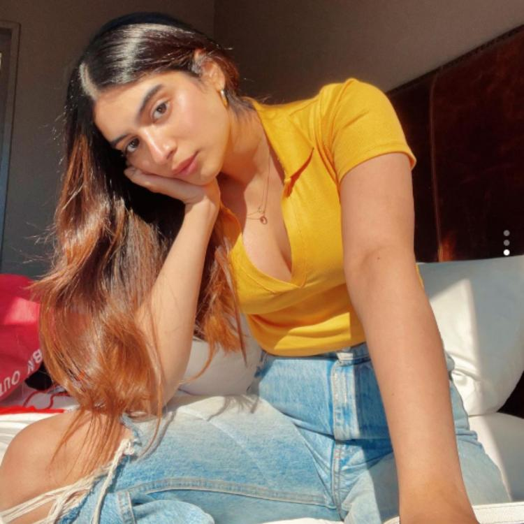 Janhvi Kapoor's endearing reaction to Khushi Kapoor's pretty summer PIC proves how much she misses her sister
