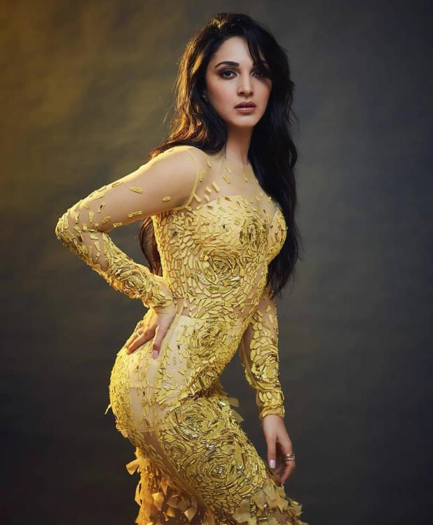 Kiara Advani proves she is the ultimate golden girl in a mirror yellow gown Yay or Nay 1