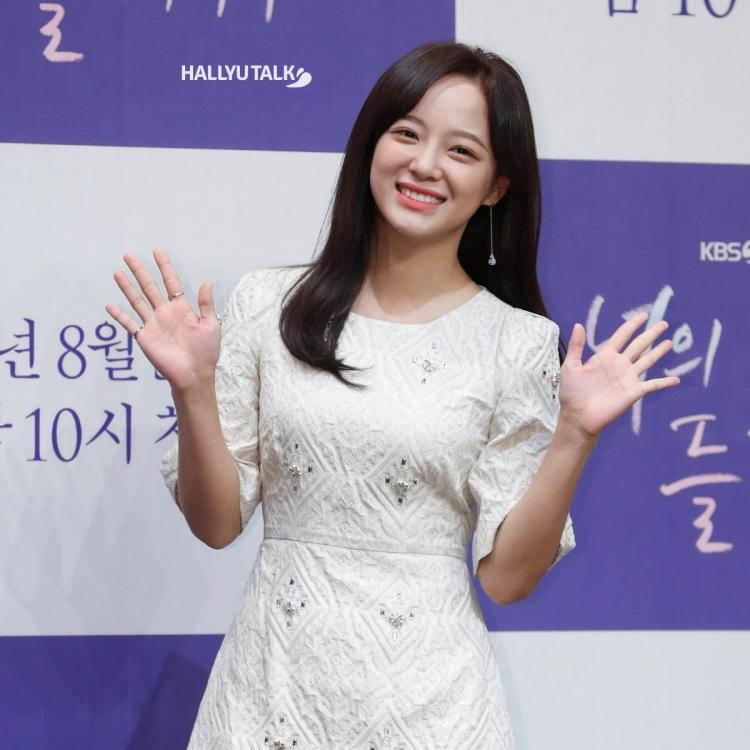 Kim Se-jeong poses at the production presentation of Listen to Your Song