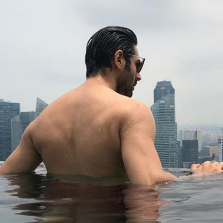 Kartik Aaryan raises the temperature as he goes shirtless in his latest PIC; take a look