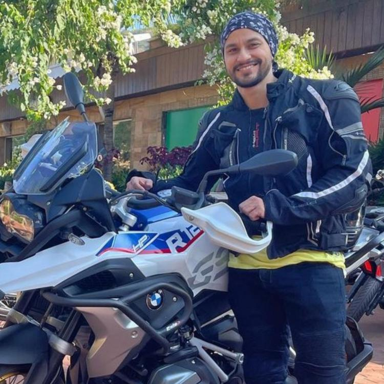 Kunal Kemmu becomes the proud owner of a snazzy new bike.