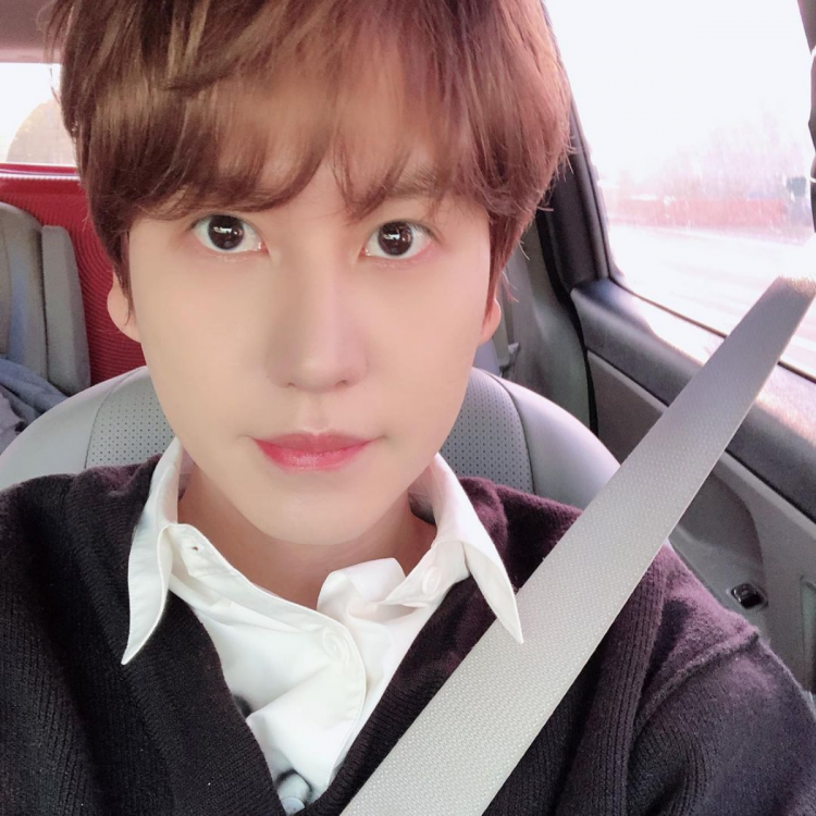 Super Junior member Kyuhyun clicking a selfie in car; features in our list of Korean celebrities who admitted getting plastic surgery