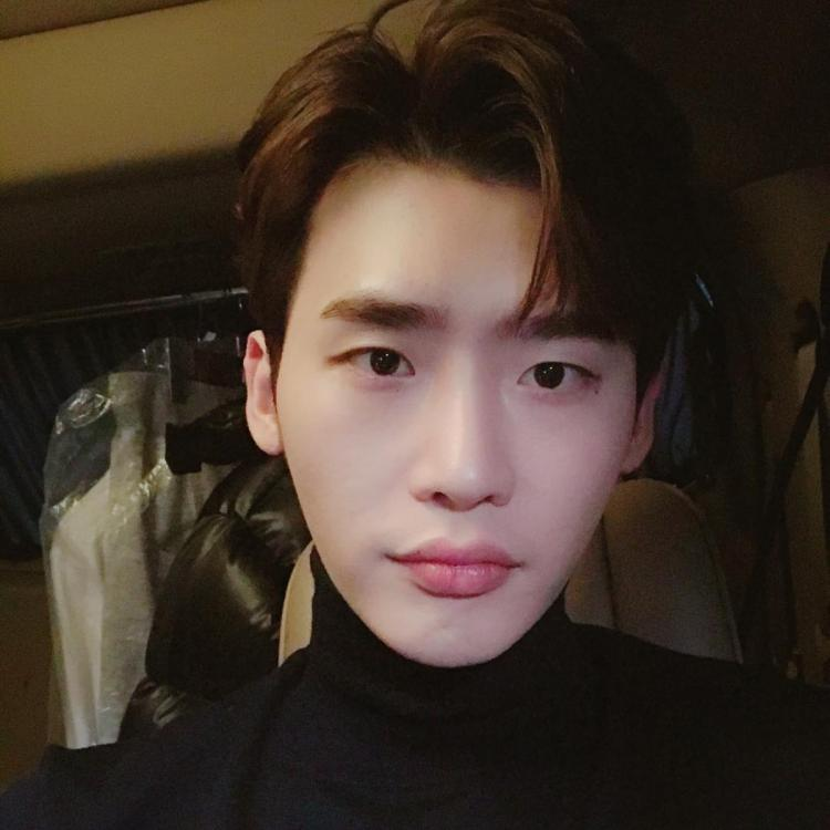 Lee Jong Suk was discharged from the military in January this year