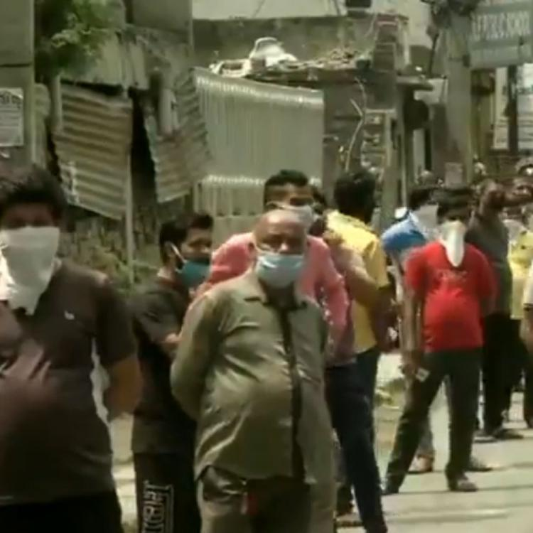 Coronavirus Lockdown: Long queues witnessed outside liquor shops in New Delhi; Social distancing rules flouted