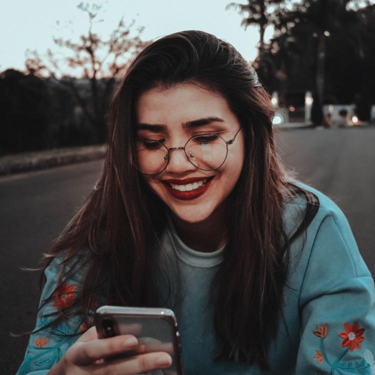 4 Ways to make a guy fall in love with you over text