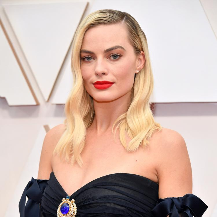 Margot Robbie to lead the bandwagon of the female led version of Pirates of the Caribbean