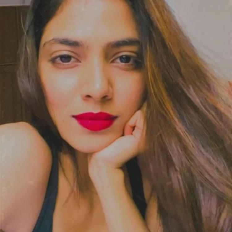 Master actress Malavika Mohanan is a sight to behold with her bold red lips; See Pic