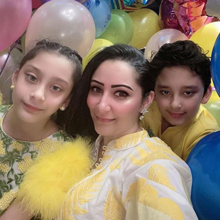 After Sanjay Dutt announces his victory over cancer, Maanayata celebrates kids' birthday with beautiful selfie